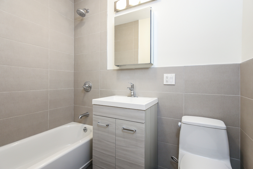 013-Bathroom-3770205-small