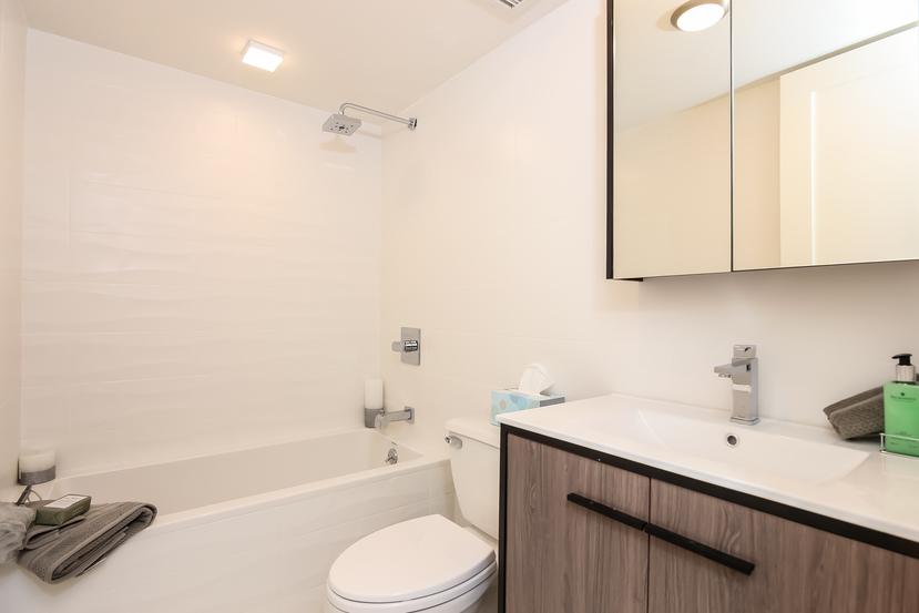 010-Bathroom-4234339-small