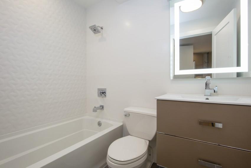 004-photo-bathroom-7569147