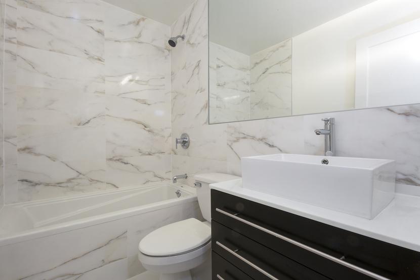 010-photo-bathroom-7569192
